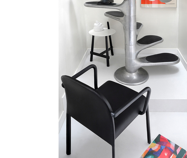Scala Chair with armrests