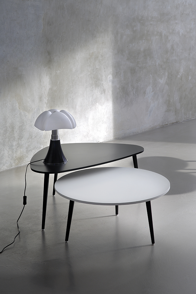Coedition table basse triangulaire soho noir for Table triangulaire design