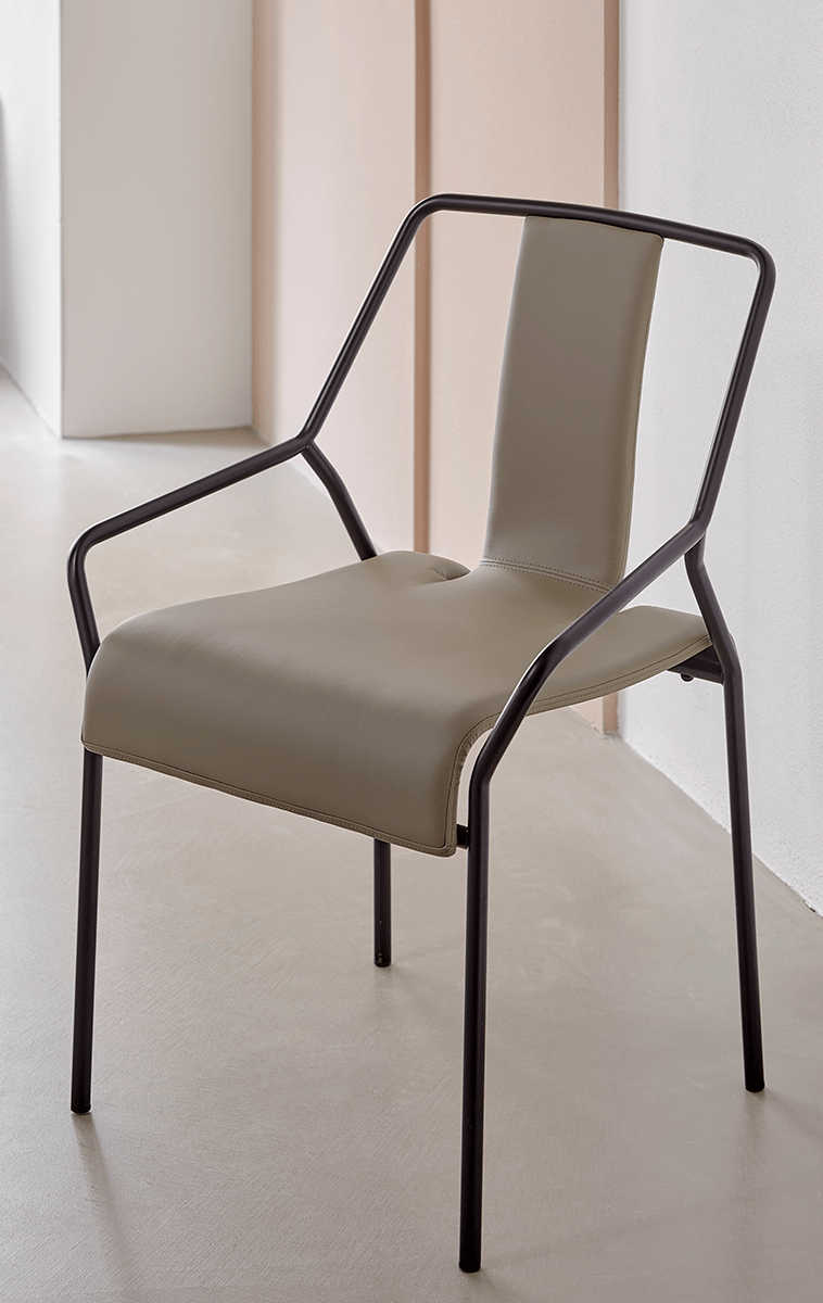 DAO chair, synthetic leather